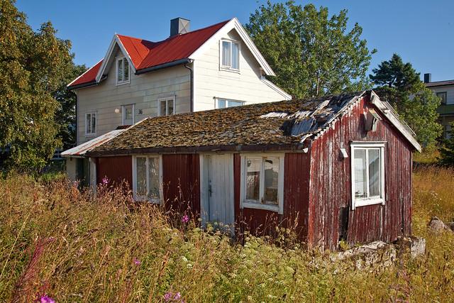Abandoned fisherman's hut