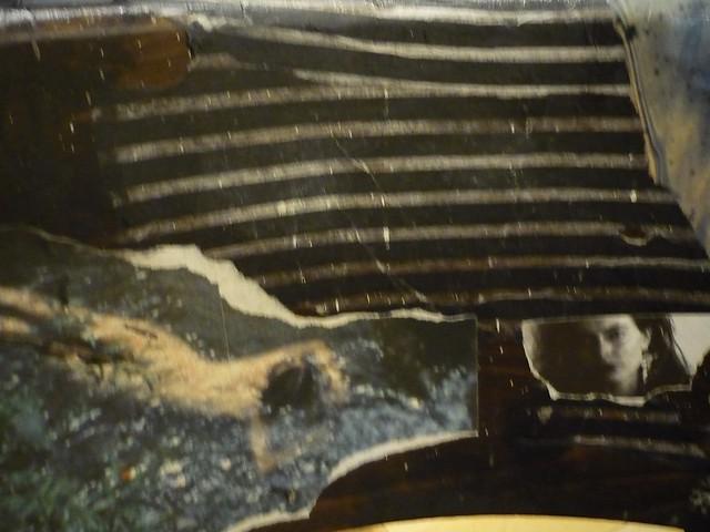 memory/ Collage auf Stuhl, Detal-Aufnahme