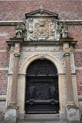 Porte de la chapelle royale, cour intérieure, château de Frederiksborg (XVIe-XVIIe), Hillerød, Sélande, Danemark.