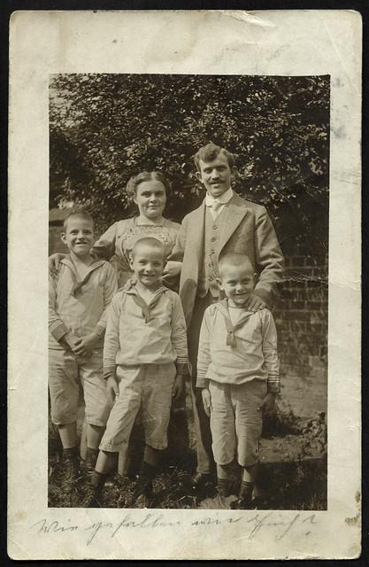 ArchivV84 Familienfoto (front), Essen, 6. August 1913