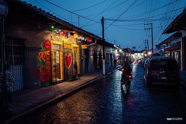 Calle 1a.Zamora de noche