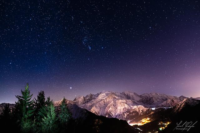 La constellation d'Orion sur le massif du Mont Blanc.