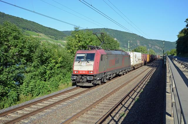 185595-7 Crossrail + freight train, Trechtingshausen, 20/07/2013
