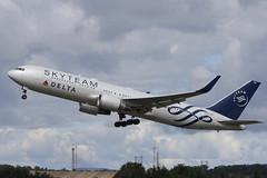 Boeing 767-332ER N175DZ Delta Airlines