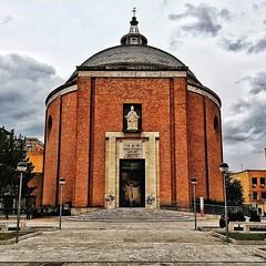#Buongiorno Sapienza e #buonsabato con una foto della Cappella universitaria di @dariushrahiminia #Repost: «Divinae Sapientia #ig_world_colors #igs_world #awesome_photographers #italy #theworldshotz #wonderful_places #loves_world #nature#worldbestgram #tr