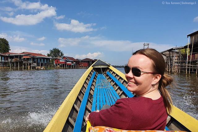 Veneilemässä Inlejärvellä Myanmarissa