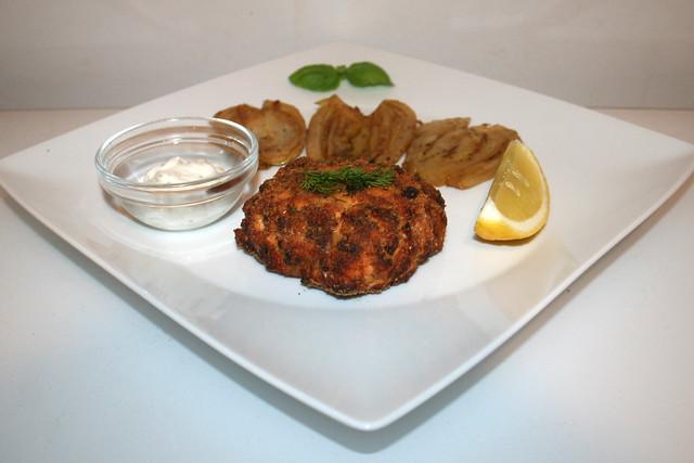 47 - Salmon patties with braised fennel - Seitenansicht  / Lachsfrikadellen mit weißweingeschmorten Fenchel - Seitenansicht