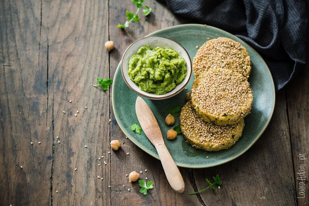 Veggy quinoa and chickpea burger