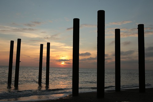 westpier brighton poles lines verticals sun sunset evening