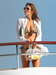 Elizabeth Hurley Stuns In A Red Attractive Bikini