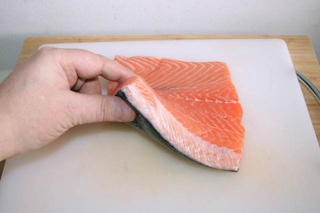 05 - Lachs aus Kühlschrank nehmen / Take salmon from fridge