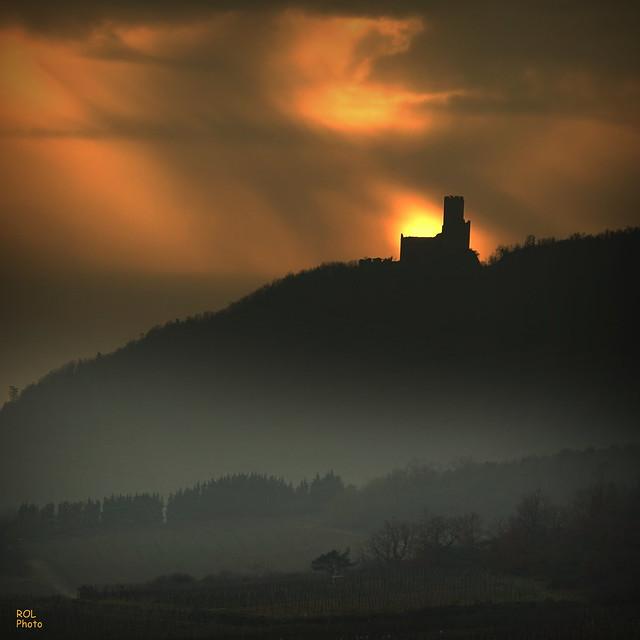 le Soleil embrase...  le château ...!