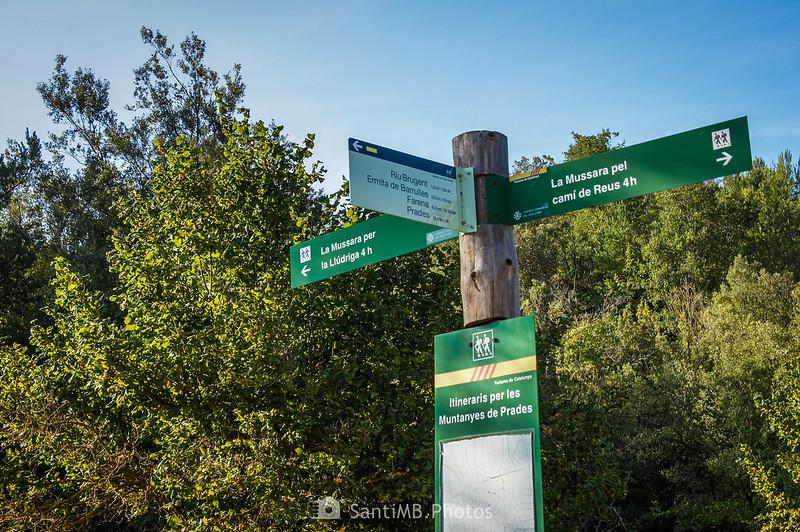 Indicaciones en un cruce de caminos en Capafonts