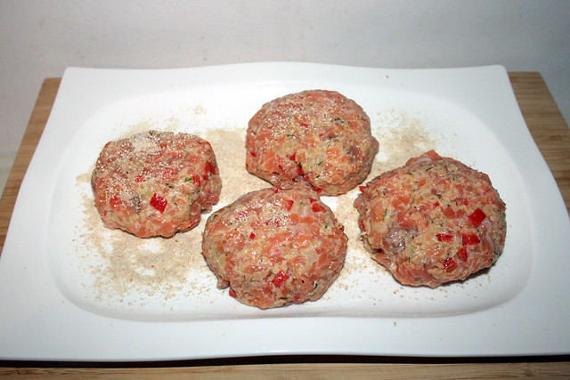 36 - Lachsfrikadellen formen / Form salmon patties