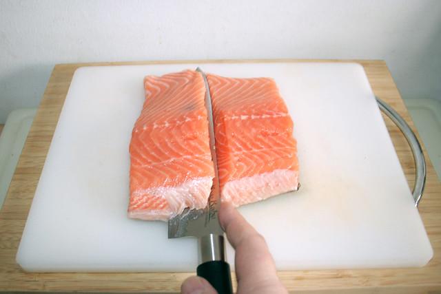 06 - Lachs von Haut lösen / Cut salmon from skin