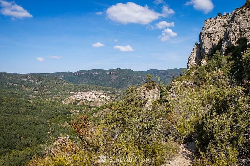 Acercándonos a Capafonts en el sendero de la Pixera a la Foradada