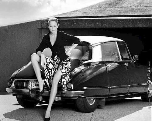 Citroen DS Girls & Cars Photo 2