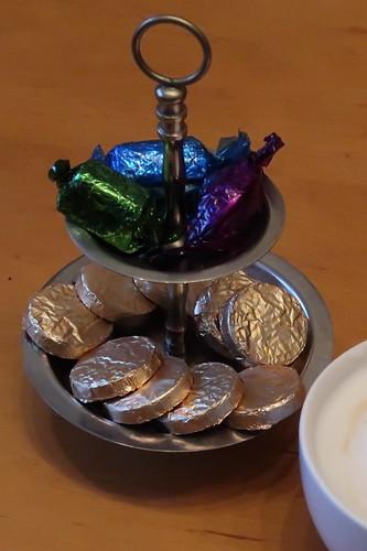 Elisabeth Shaws Caramel Crisps und Quality Street Pralinen