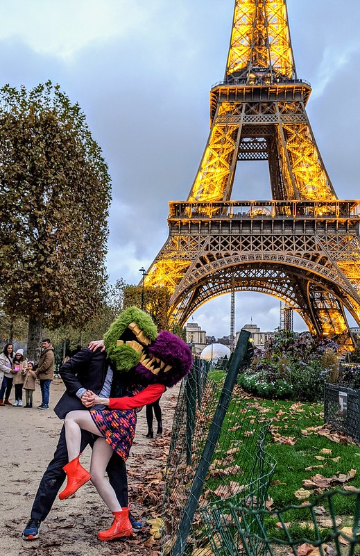 Dip and kiss under the Eiffel tower