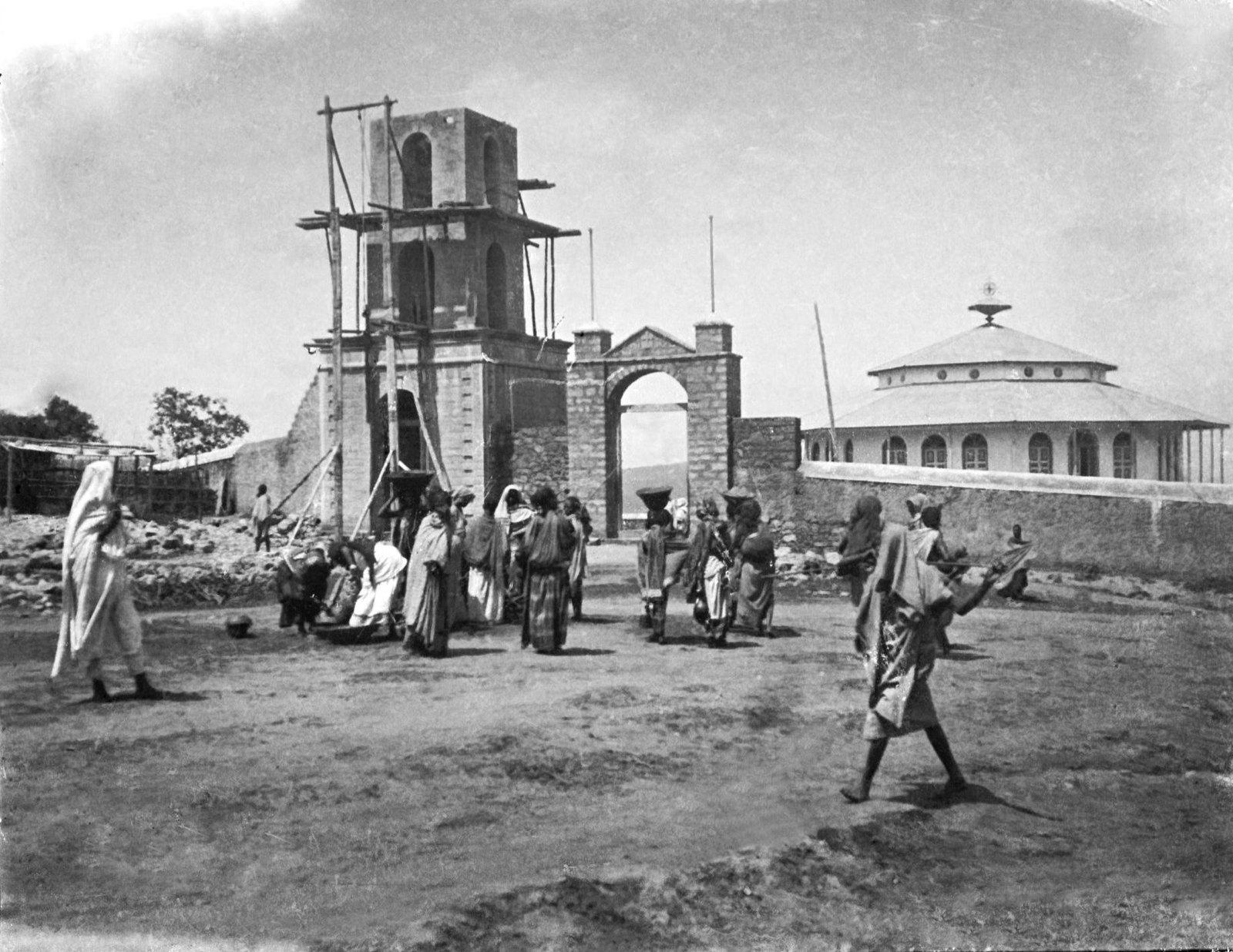 08. Хараре. Абиссинская церковь и строящаяся колоколня