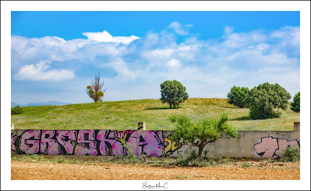 Tendencias de moda Urbana en la naturaleza, alrrededores de Bon Sosec, en Marratxi (Mallorca)