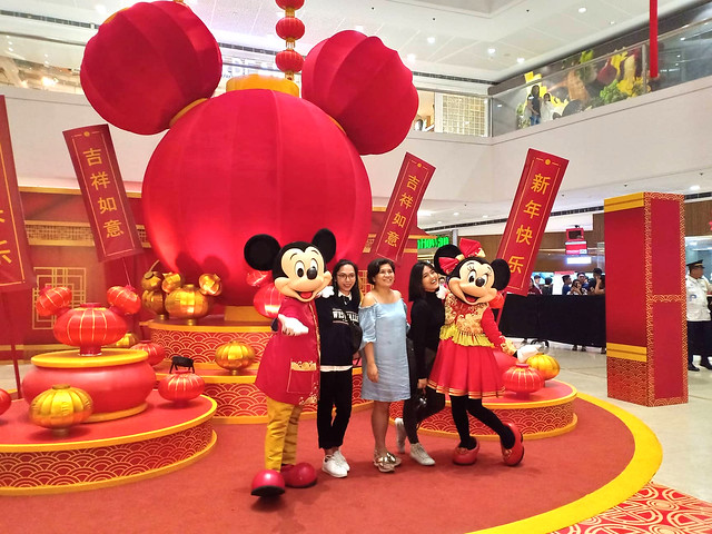 mickey meet and greet