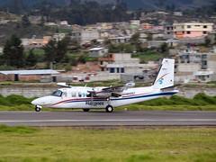 Despegue por la Pista 01 desde el Aeropuerto Internacional Cotopaxi#HK-3561#Rockwell690BTurboCommander#EscueladeAviaciónLosHalcones#Selt#AeropuertoInternacionalCotopaxi#ecuadoraviationphotography#Ecuador#Ltx#Ltv#Colombia#✌✈️