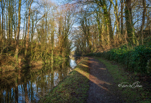 SJ2_0713  - Canal at East Marton