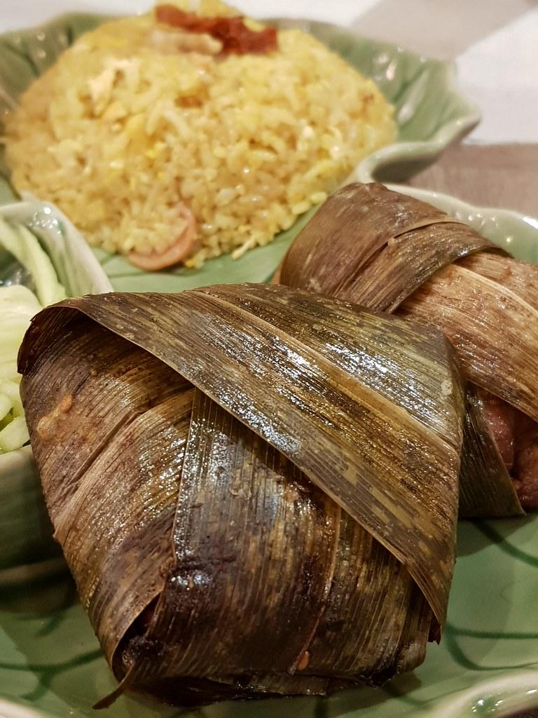 泰国斑斓鸡, 芒果沙拉, 泰国甜酱脆皮炸鱼配波罗炒饭 Thai Pandan Chicken, Mango Salad, Thai Fish Sauce Crispy Fish w/Pineapple Fried Rice rm$19.80 (rm$21 after Tax) @ Mr Tuk Tuk Sunway Pyramids