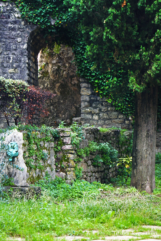 Питьевой фонтанчик у стен Старого города