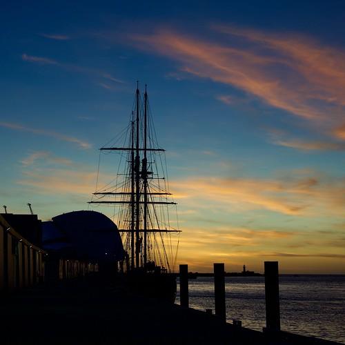 australia fremantle sunset maritimemuseum leeuwinii southmole river sky clouds