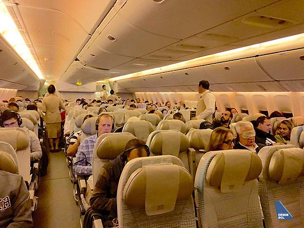 Emirates B777-200LR Economy Class SCL-DXB (Martín González)
