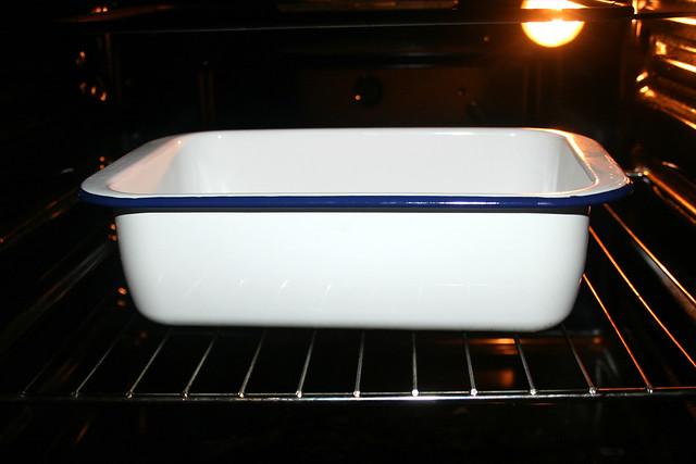 18 - Behältnis im Ofen vorheizen / Pre heat bowl in oven