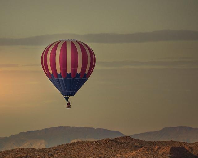 024693764230986-120-20-01-Hot Air Balloon in Flight-1