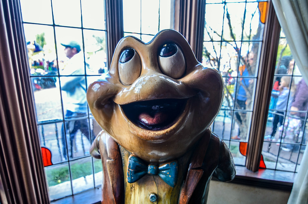 Mr. Toad MTWR statue DL