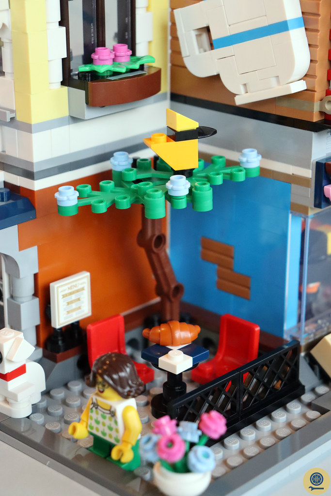 31097 Townhouse Pet Shop & Café 3