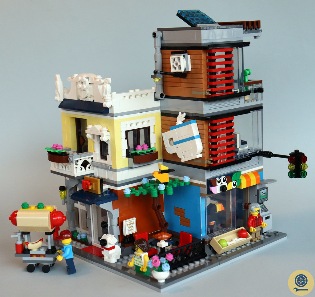 31097 Townhouse Pet Shop & Café 1