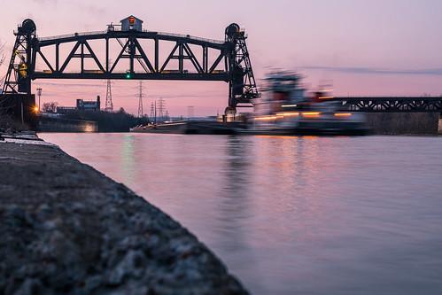 louisville ohioriver portland portlandcanal blur movement sunset canallock