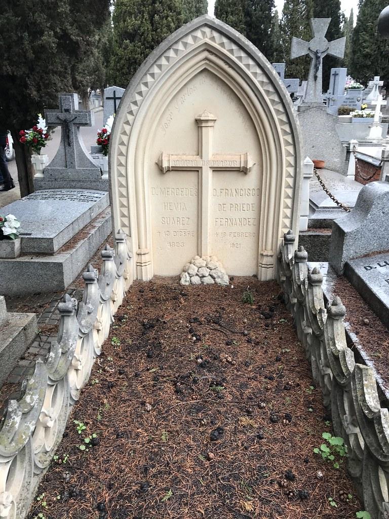 Sepultura de Francisco Priede Fernández y Mercedes Hevia Suárez en el cementerio de Toledo. Fundadores del Hotel Castilla.