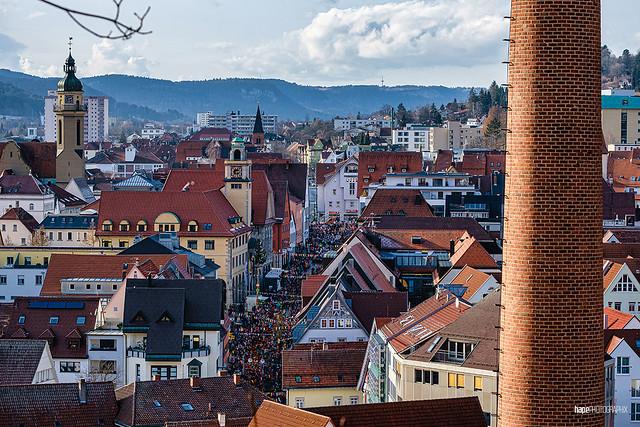 Blick über das Stadtzentrum bis zum Fernmeldeturm desPlettenberg (Ringtreffen 2020)