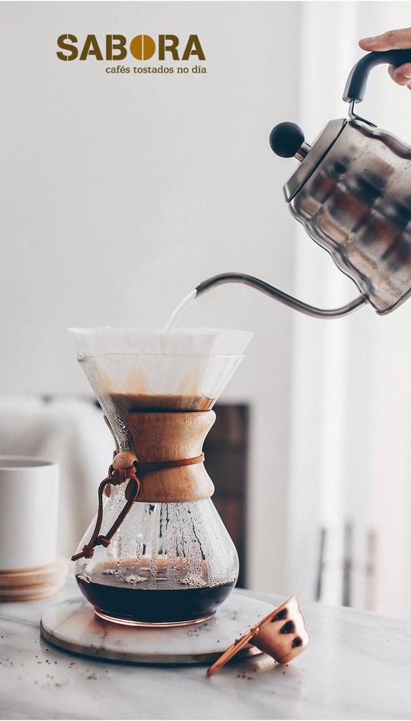 Haciendo café en un cafeta chemex