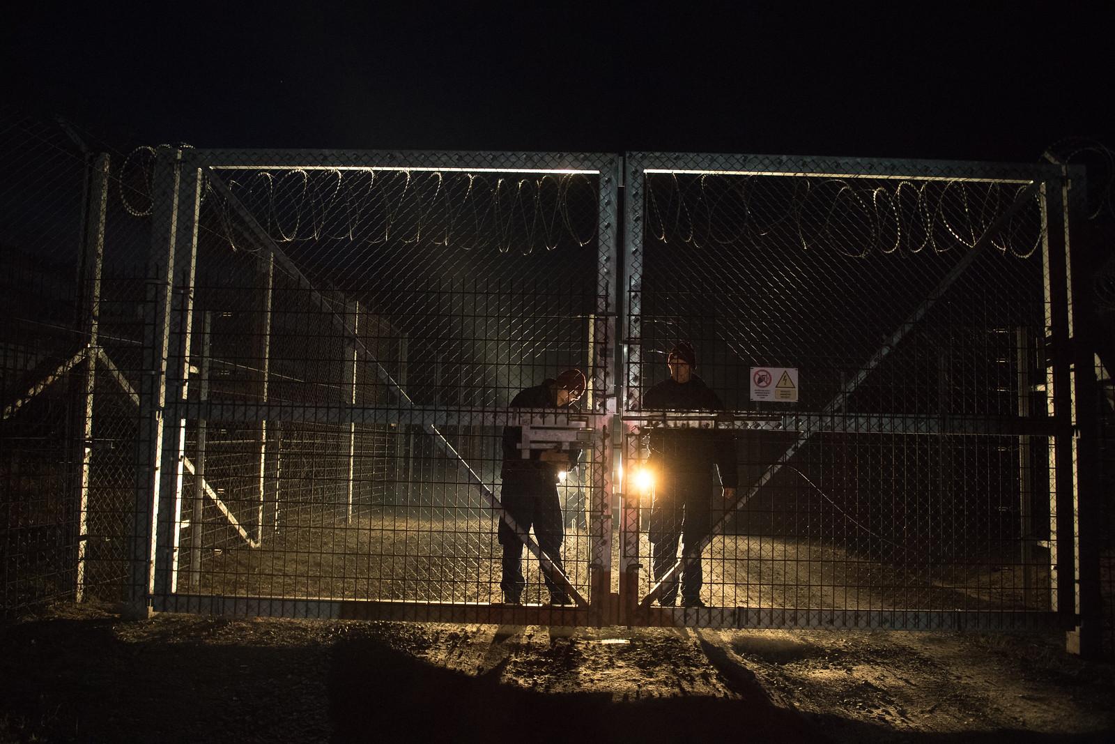 Zacskós embercsempészek és soha nem látott migránsok árasztottákel Szegedet a Délmagyarország szombati cikke szerint
