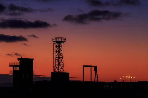 dungeness kent sun set sunset red sky beach tower latticeclimbing gittersteigen