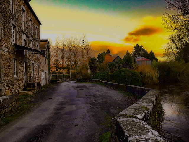 Pont et ancien moulin, Bretagne.