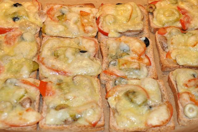Januar 2020 ... Bunte Käsetoasts, vegetarisch ... heiß und lecker ... Brigitte Stolle
