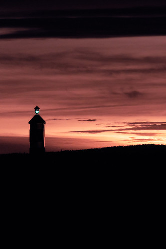 winter lighthouse sunset silhouette fujifilm fujifilmxt3 asahipentaxsmctakumar85210mmf45 m42lens vintagelens norway viken nesodden nordresprobrygge nordrespro clouds warmcolors manualfocus sprofyrlykt sprolighthouse