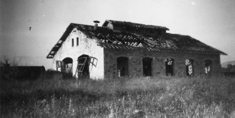 HR-Samakh-locomotive-shed-1954-hri-1