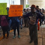 Pobladores de Villa Allende se plantaron en los bajos del palacio municipal para exigir la clausura del tiradero abierto ubicado en esa localidad.