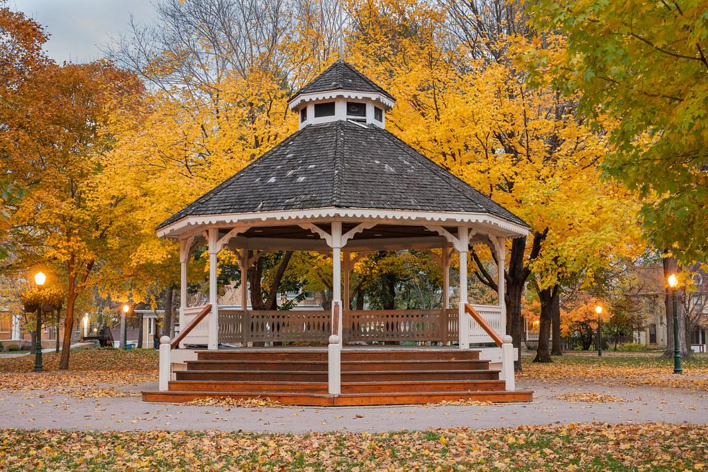 Autumn Gazebo | The Gazebo at City Square Park in Chaska, Mi… | Flickr