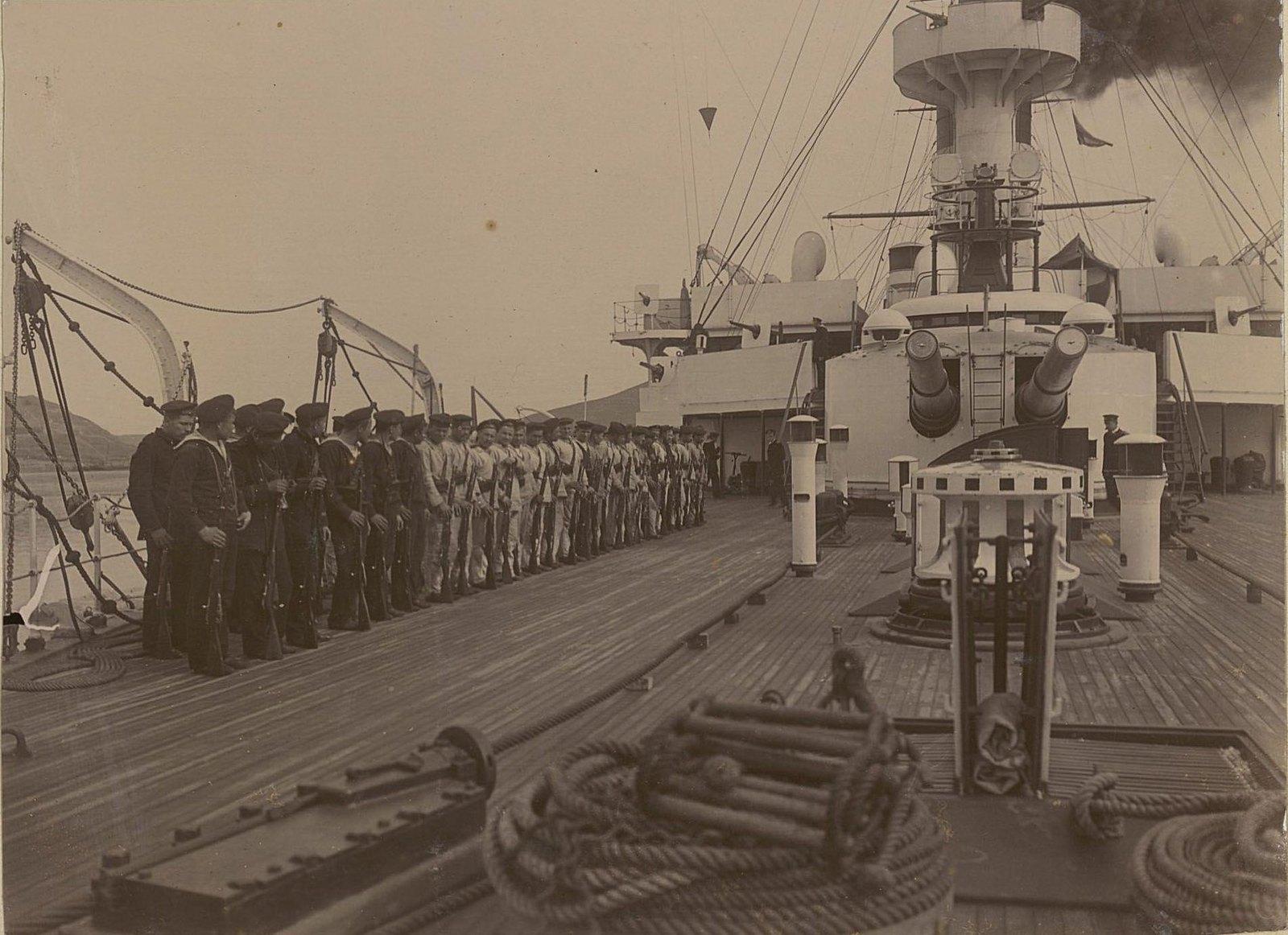 19. Построение матросов на палубе корабля. 1901
